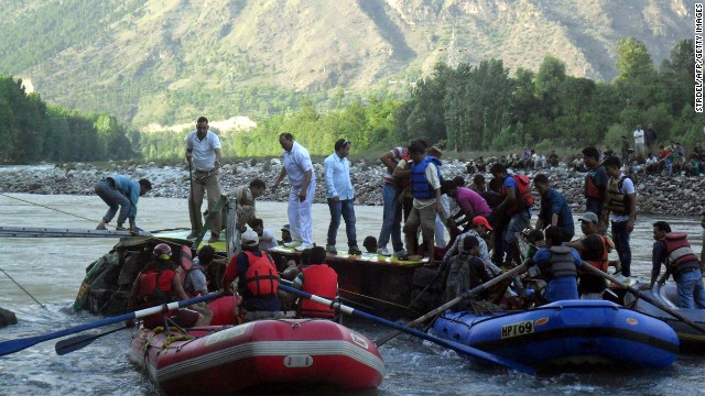 Volunteers and police try to reach victims inside the partially submerged bus in India's Himachal Pradesh state, on May 8, 2013.