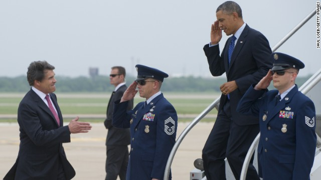 Photo: Perry gives Obama a Lone Star welcome