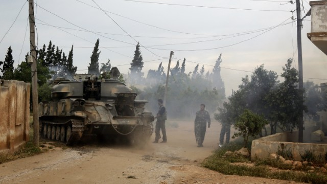 Syrian troops move into Dumayna on May 13.