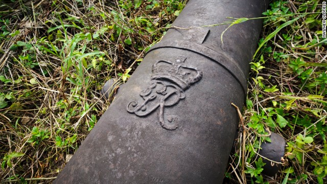 A cannon with the crest of King George III found on Bunce Island.
