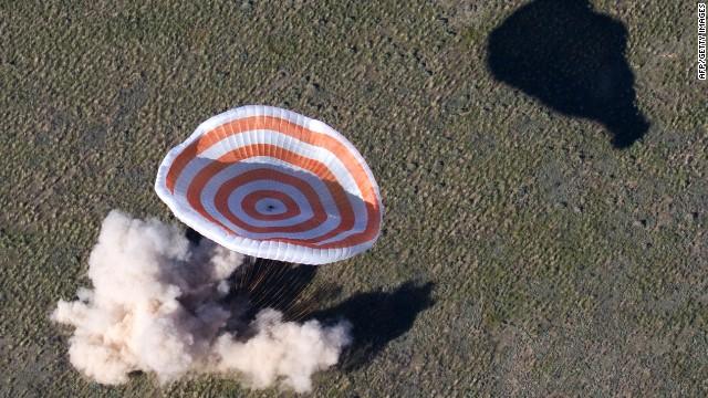 La cápsula espacial Soyuz aterriza en Kazajstán sin contratiempos