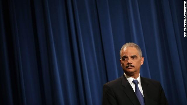 El secretario de Justicia de EE.UU. dice que sabe poco del caso AP