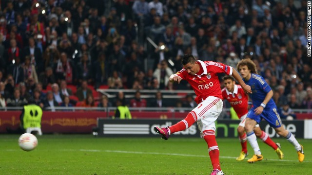 Benfica hit back with 22 minutes remaining when Oscar Cardozo netted from the penalty spot after Cesar Azpilicueta handled inside the penalty area.