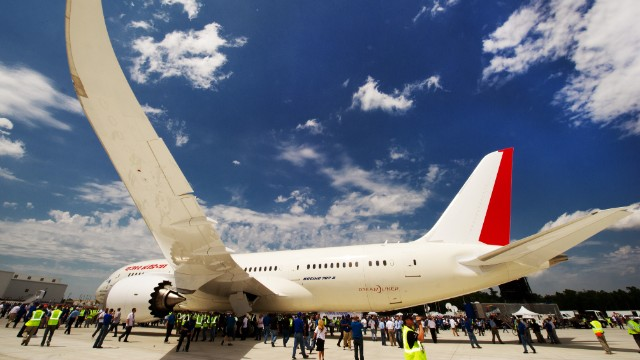 Dreamliner\'s turbulent debut