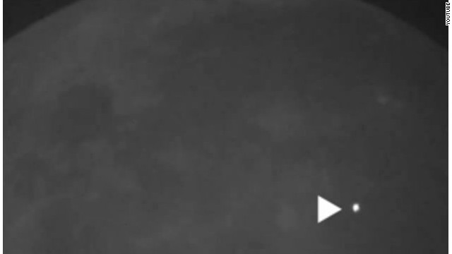 Un meteorito choca contra la luna y causa una fuerte explosión