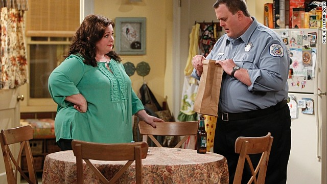 Molly (Melissa McCarthy, left) gives Mike (Billy Gardell, right) his boss' personal belongings on the pulled episode of '