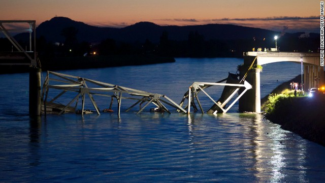 Photos: Washington bridge collapses into river