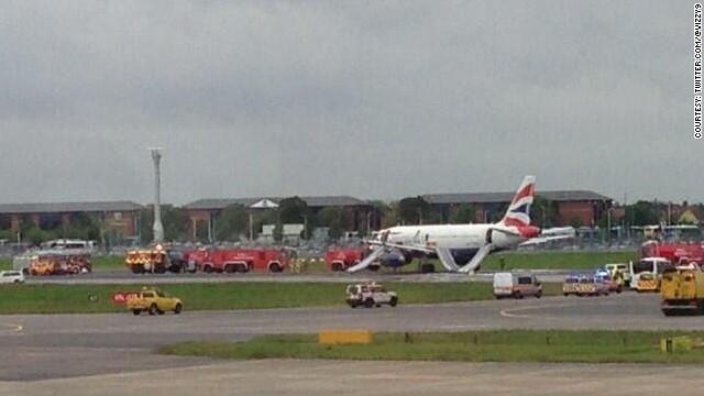 Aterrizaje de emergencia provoca cierre temporal de pistas en Heathrow
