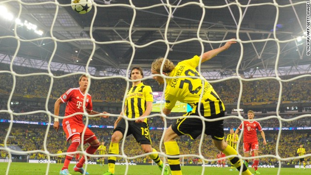 Bayern Munich's striker Mario Mandzukic, left, scores the opening goal of the match.