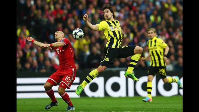 Arjen Robben, left, of Bayern Munich challenges Mats Hummels of Borussia Dortmund for the ball.