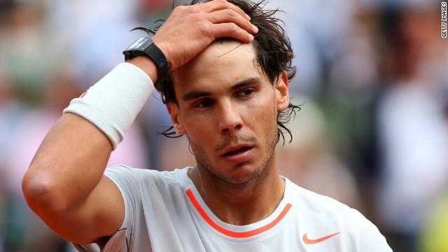 Rafa Nadal se lleva un buen susto en su estreno en Roland Garros
