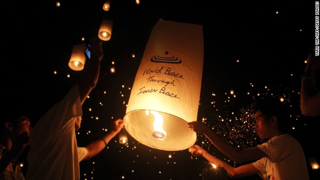 Students in the Philippines released 15,185 sky lanterns to set a record for the most number of lanterns flown simultaneously. The attempt took place on the football field of the University of the Philippines Visayas in Miag-ao town, Iloilo province, on May 24, 2013.