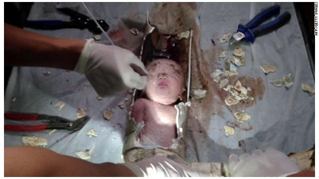 Baño De Regadera En Recien Nacido: bebé arrojado por una tubería de baño en China