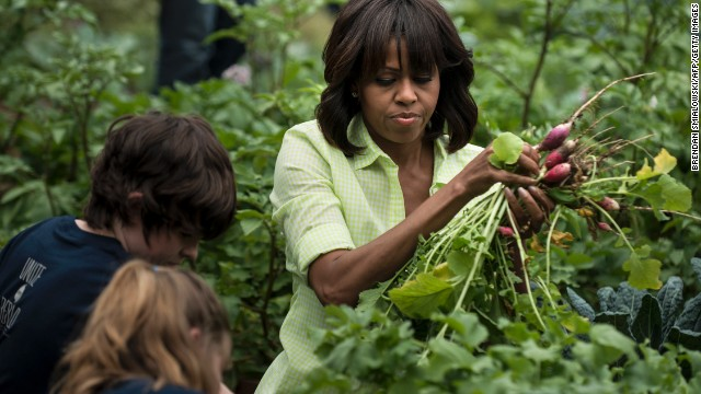 First lady welcomes Superstorm Sandy-affected students to White House garden