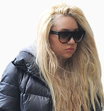 Amanda Bynes goes home for the holidays