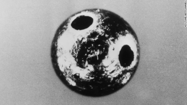 30th September 1978: The tiny platinum ball which killed BBC broadcaster Georgi Markov, who had defected from Bulgaria in 1969. The ball contained ricin, a deadly poison and was injected into Mr Markov's leg using an umbrella. (Photo by Keystone/Getty Images)