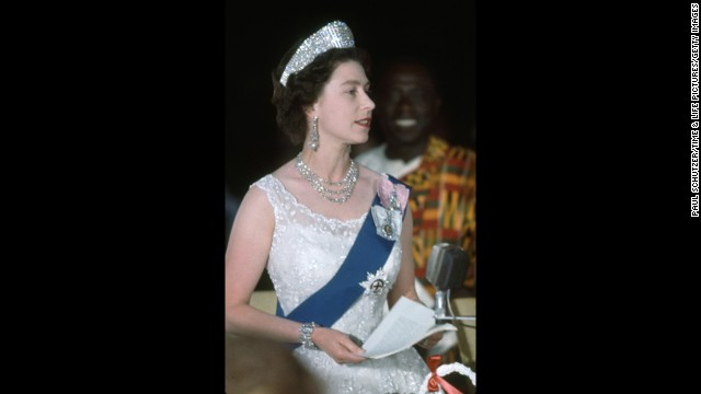 The queen speaks at a state dinner in Ghana in 1961.
