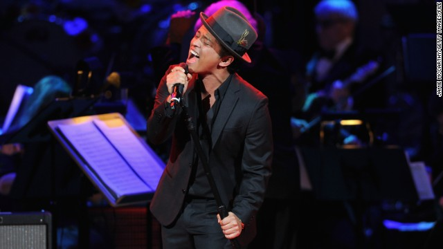 NEW YORK, NY - APRIL 03: Bruno Mars performs during the 2012 Concert for the Rainforest Fund at Carnegie Hall on April 3, 2012 in New York City. (Photo by Jamie McCarthy/Getty Images)