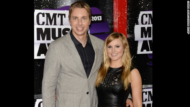 Host Kristen Bell and actor Dax Shepard