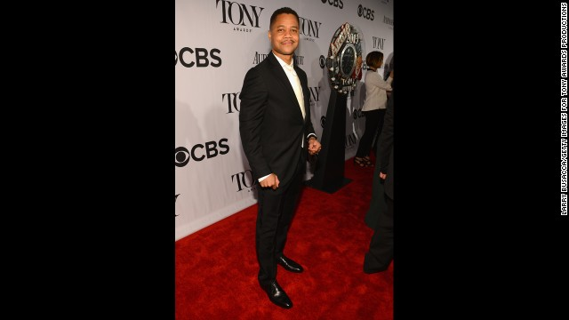 Cuba Gooding Jr. poses on the red carpet.
