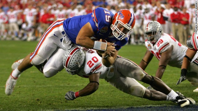 During the 2007 BCS National Championship, Tebow scores a touchdown on a 1-yard run over Donald Washington of the Ohio State Buckeyes. Florida defeated Ohio State 41-14.