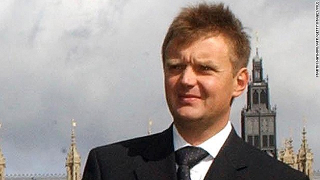 A photo taken in September 2004 shows former KGB agent Alexander Litvinenko after a press conference in London.