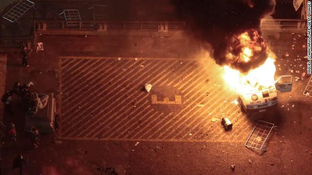 Un grupo de manifestantes destruye varios bancos en protestas en Brasil