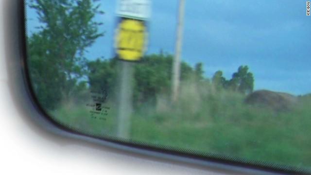 Una foto con una señal de tránsito guía a la policía hasta una niña que iban a violar