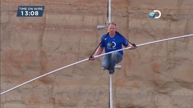 Nik Wallenda cruza el Gran Cañón del Colorado sobre una cuerda de acero
