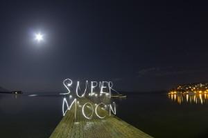 """Imágenes """"supercreativas"""" de la """"superluna"""""""