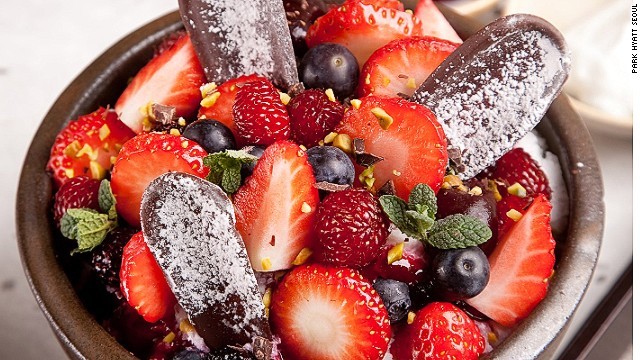 The luxury bingsu wars were started by the Park Hyatt Seoul. The hotel's berry bingsu came as a shock to Seoul dessert fanatics.