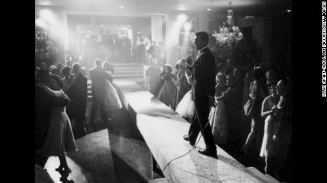 Dean Martin entertains a crowd in 1958.