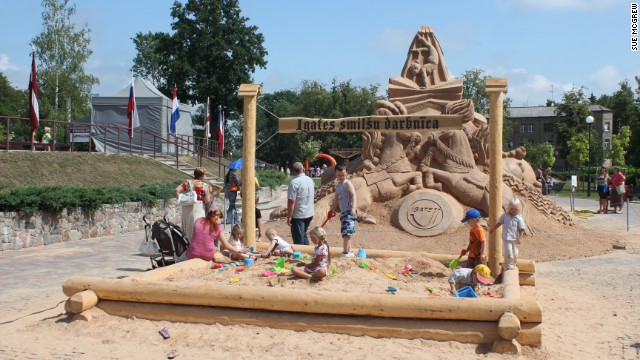 The 2011 Latvian event also included a sand box where children could develop their skills as possible future sculptors.