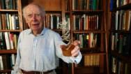 Pionero del ADN venderá su Premio Nobel
