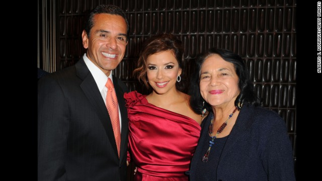 Huerta poses with L.A. Mayor Antonio Villaraigosa and actress Eva Longoria at the Hollywood Reporter's philanthropist of the year award reception on November 16, 2009, in Los Angeles.