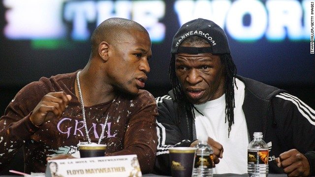Floyd Mayweather Jr. talks to his father during a press conference ahead of his fight with De La Hoya in 2007. Floyd Sr. had been keen to work as the latter's trainer for the fight only for De La Hoya to decide against it.
