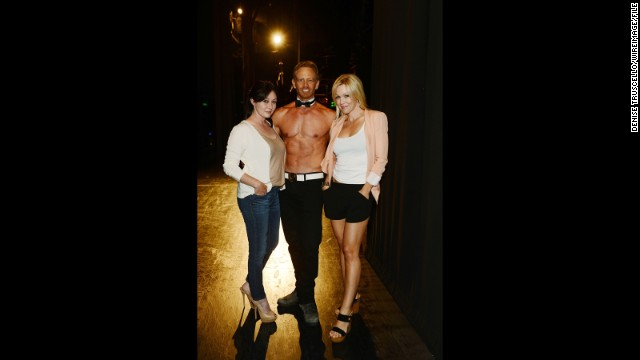 '90210' mini-reunion at Chippendales show