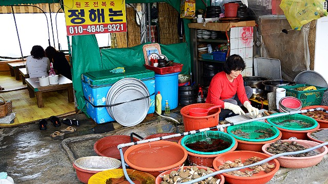 A small fishing village in Busan, Yeonhwari offers a somewhat unusual breakfast experience. At small shops, customers pick the seafood they want, then the owner carves it up on the spot and serves it in an eating area behind the shop.