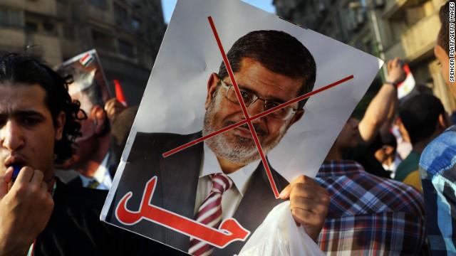 El gobierno provisional de Egipto ordena prisión para Mohamed Morsi