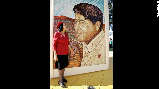 Huerta looks at a mural of the late Cesar Chavez during a 2008 dedication of the Cesar Chavez Monument on the San Jose State University campus in San Jose, California.