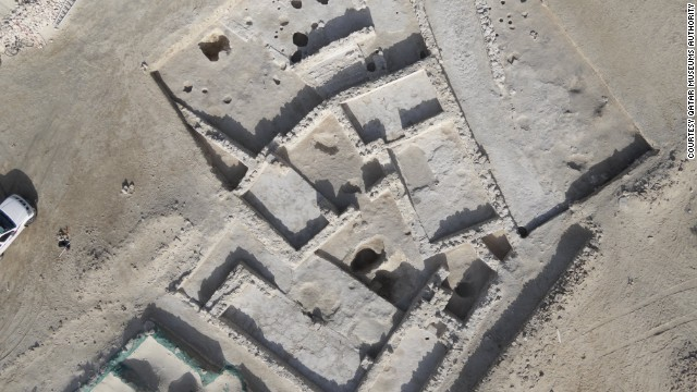 The 18th century town at Al Zubarah is well-planned with many of the streets running at right angles to one another and some neighborhoods built according to a strict grid pattern.