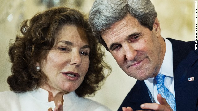 John Kerry's wife showed symptoms of seizure, source says