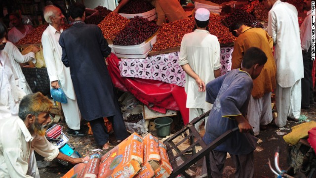 People buy dates in Karachi, Pakistan, on July 9.