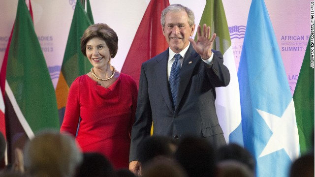 Bush welcomes new citizens in soft push for immigration reform