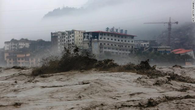 Avalancha de tierra sepulta a decenas de personas en China