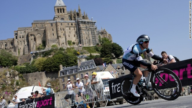 British cyclist Mark Cavendish had urine thrown at him during the 11th stage of the Tour de France.