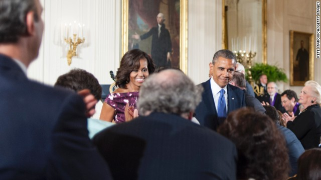 Obama awards medals in arts; humanities