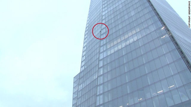 Six women are attempting to climb The Shard in London as a protest against Shell's Arctic drilling plans.