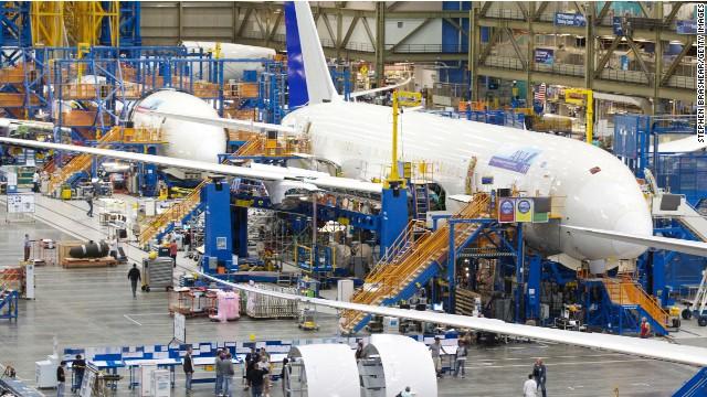 Una señal de advertencia obliga a aterrizar a un Boeing 787 Dreamliner
