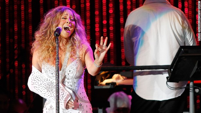 In spite of pain, Mariah Carey takes the stage